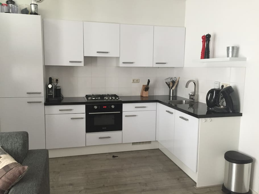 Kitchen with dishwasher, oven, refrigerator and freezer and Nespresso machine