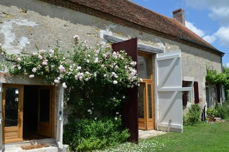 MAGNY COURS - LA THIBAUDE 58240 LIVRY - Bed & Breakfast