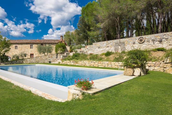 Chianti villa with pool and view