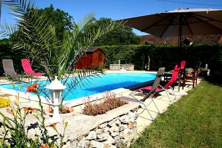 """""""LASCAUX"""" Gîte de charme + piscine - Fossemagne - House"""