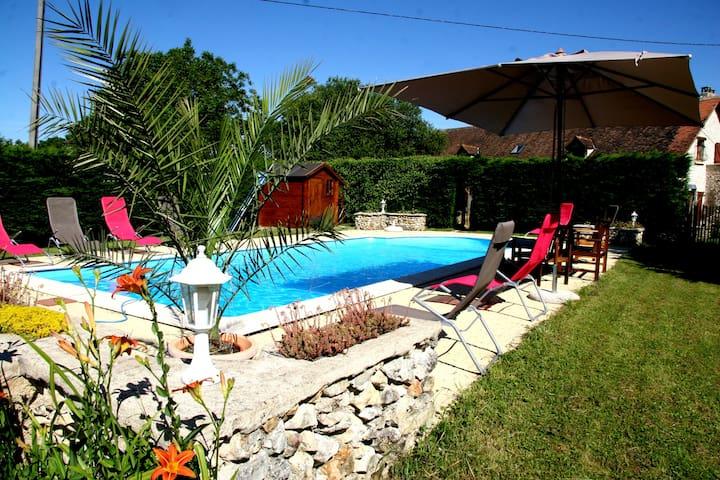 """EYZIES"" Gîte de Charme + piscine - FOSSEMAGNE - House"