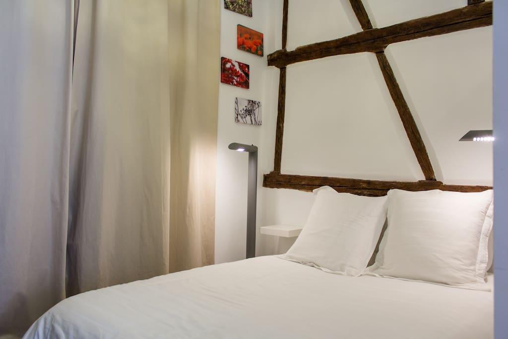 Lit 2 places avec couette très chaude et confortable et linge de lit compris