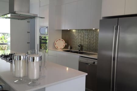 Boutique Single Bedroom Near Beach - Chifley