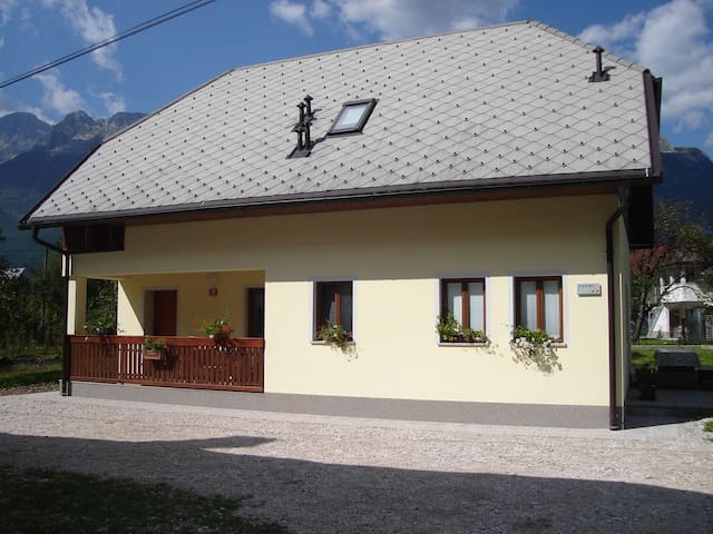 Apartment in peacefully place - Čezsoča - Apartament
