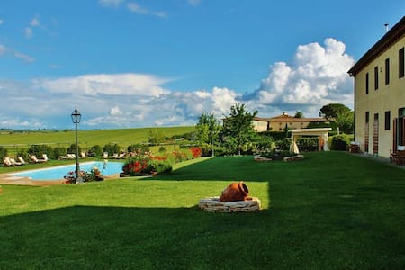Farm-Holiday Apartment. - Castiglion fiorentino - Huoneisto