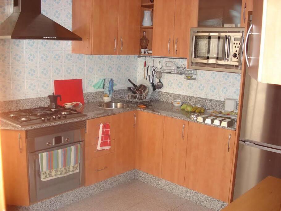 Habitaci n centro de murcia 1 cama apartamentos en for Alquilar habitacion en murcia