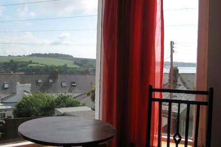 Large room with harbour & sea view - Falmouth