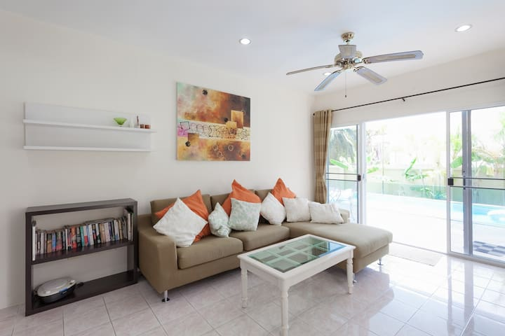 Pool villa, walk to Beach & 7/11 - Kathu - House