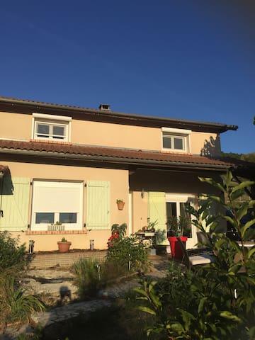 Studio indépendant avec terrasse - Ravel - House