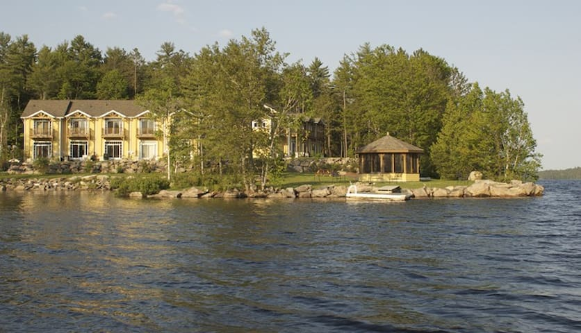Luxurious Townhouse on the Lake - Apsley - Hus