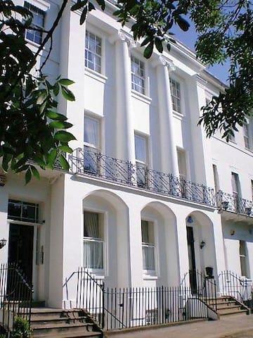 Spacious garden apartment - Cheltenham - Pis