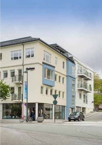 Central, modern and has a balcony - Molde - Apartment