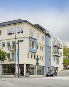 Central, modern and has a balcony - Wohnung