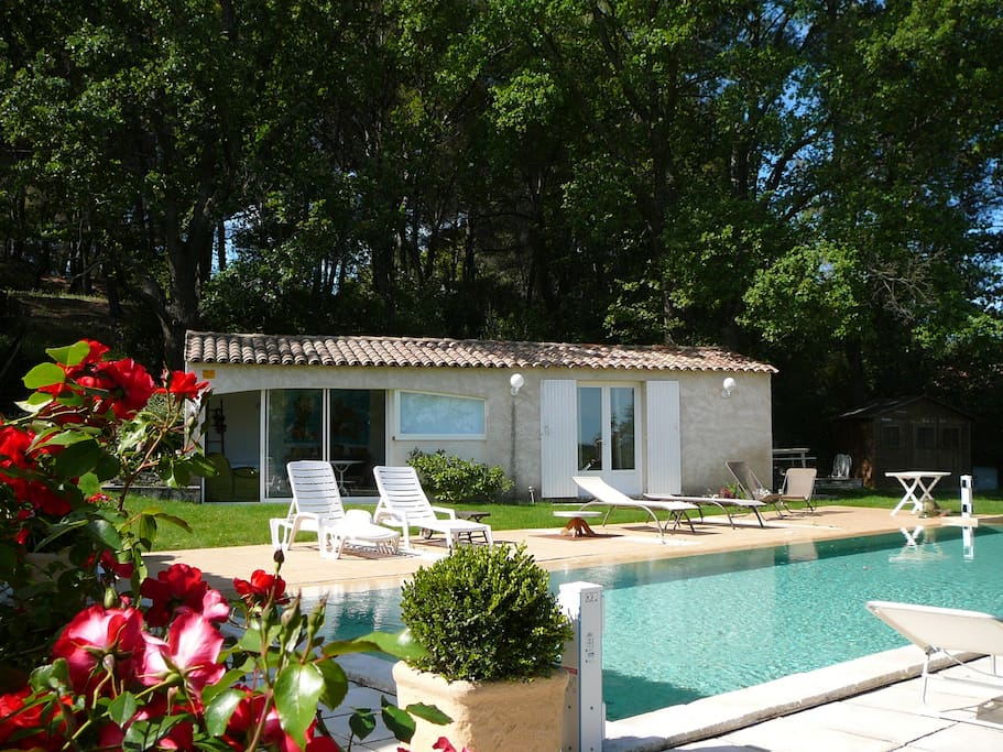 petit coin tranquille bungalows louer guilles provence alpes c te d 39 azur france. Black Bedroom Furniture Sets. Home Design Ideas