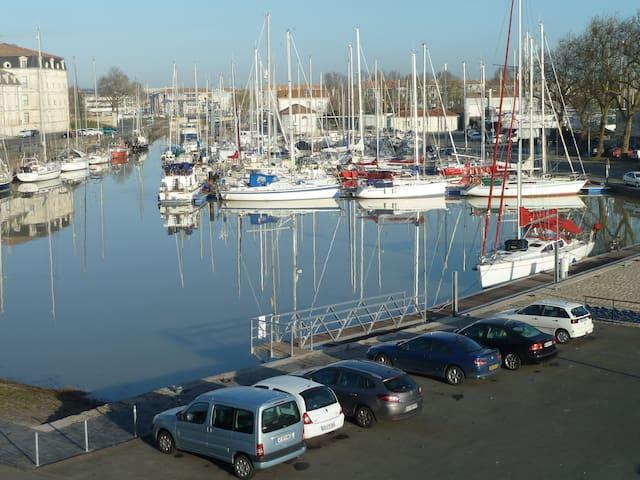 Duplex grand standing sur le port