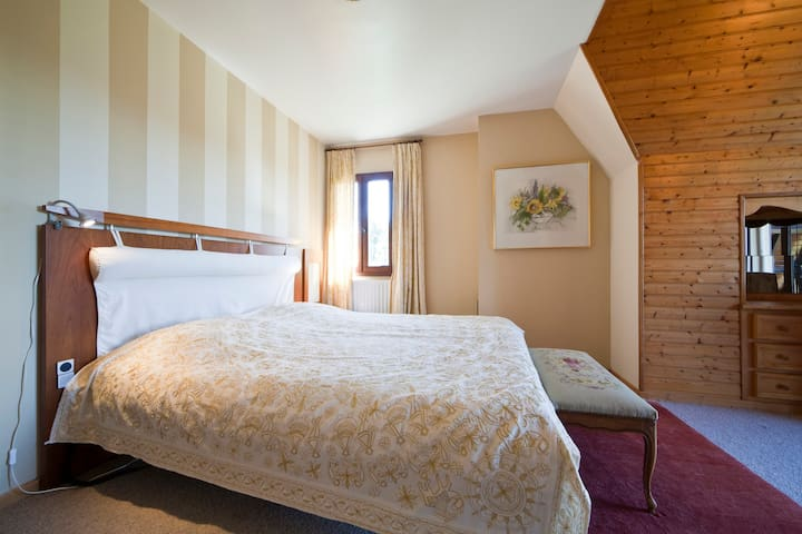Luxury B & B Room/Jacuzzi Tournesol - Bezenac - Bed & Breakfast