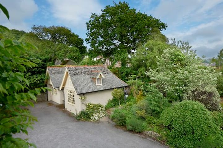 Stylish cottage with lovely garden - Bridport - Hus