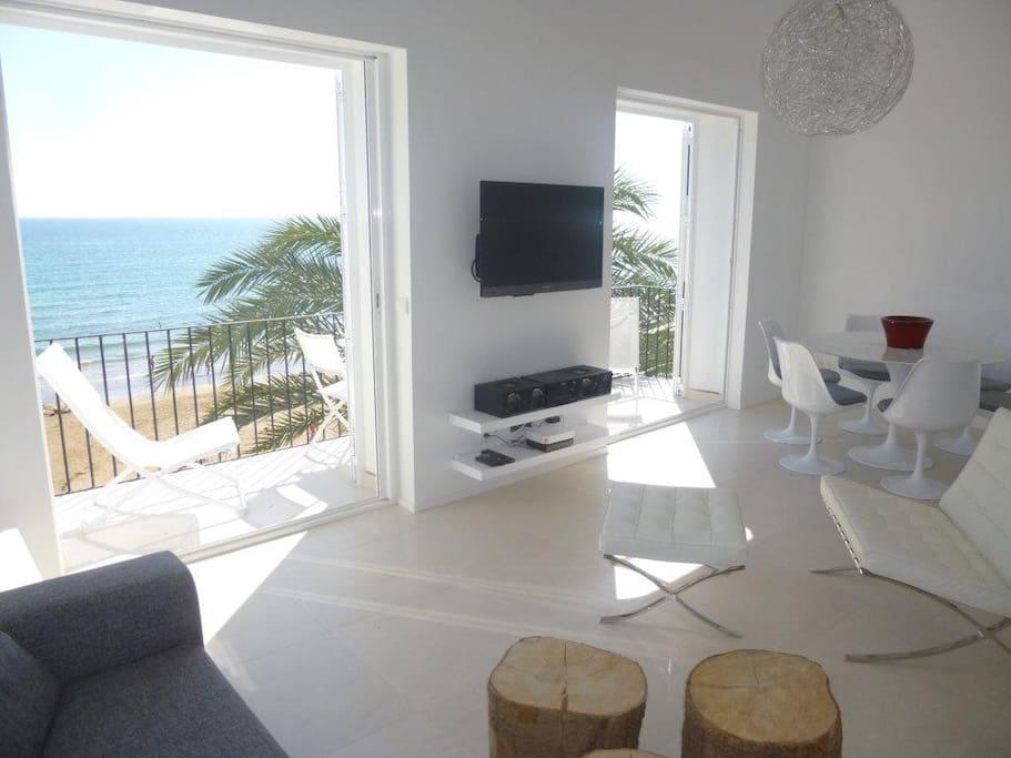 Minimalistic design beach apartment apartments for rent for Beach apartment decor