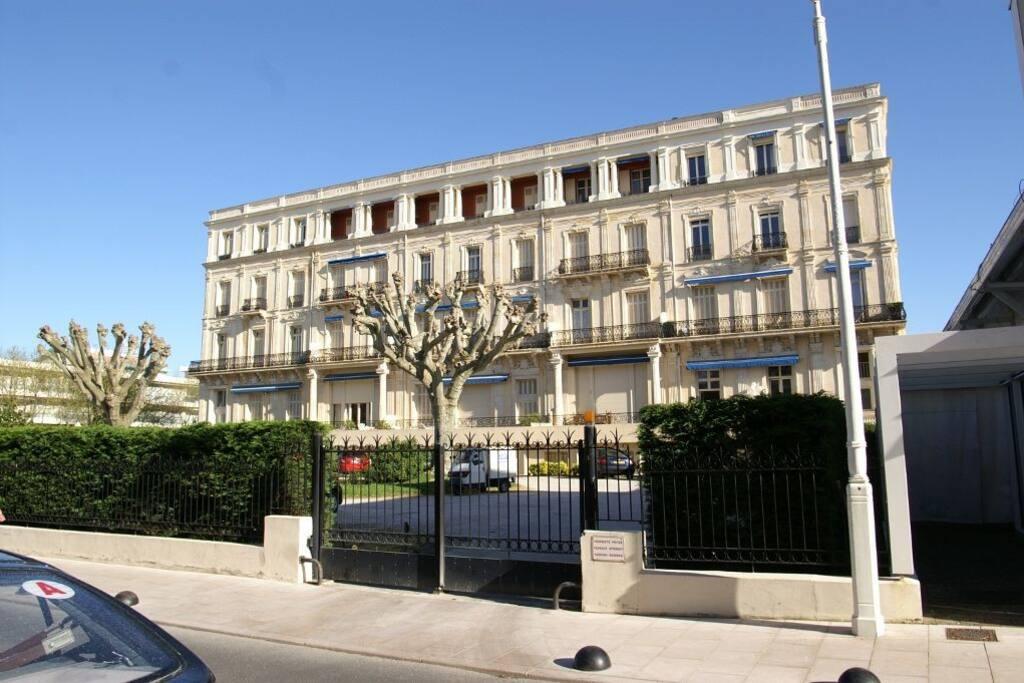 Façade sud, appartement à l'angle gauche au 2e étage