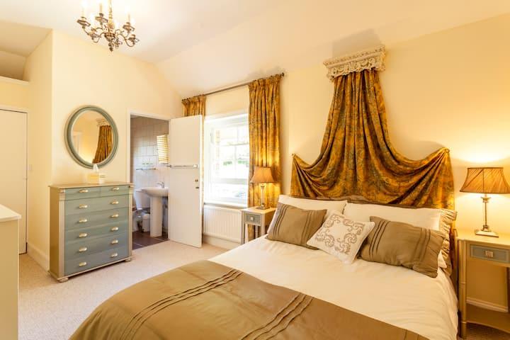 Beautiful apartment close to tropical gardens (V)