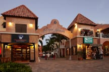 Paseo Herencia, an outdoor shopping mall with cosy restaurants, at 3 minutes from our Aruba Villa.