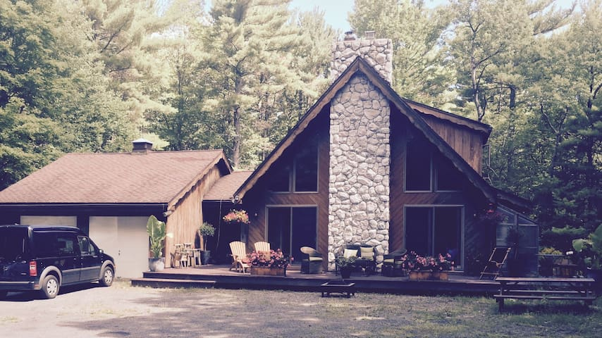 Charming Chalet-style home for rent - Round Top