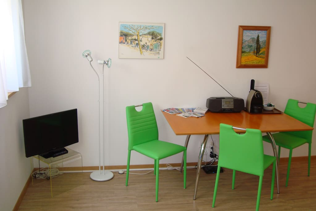 Relaxing Space, TV and internet access