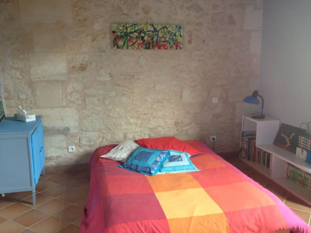 lovely independant room 25' from Bordeaux
