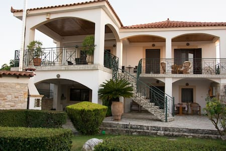 "Villa ""Karpofora View"" - Petalidi messinia"