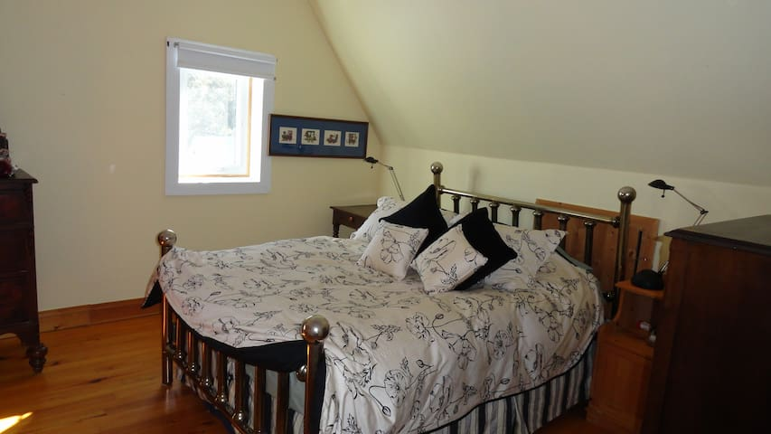 ALLUMETTE ISLAND B&B Room 2 - Chapeau - Bed & Breakfast
