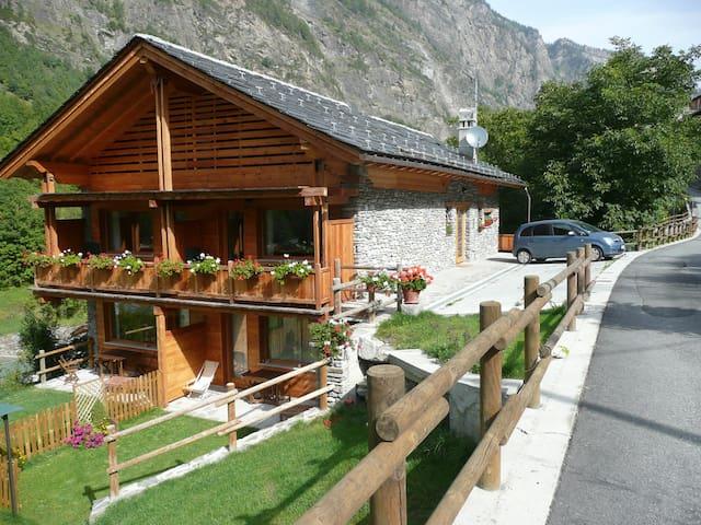 La maison du guide - Coveyrand-vieu - Mökki