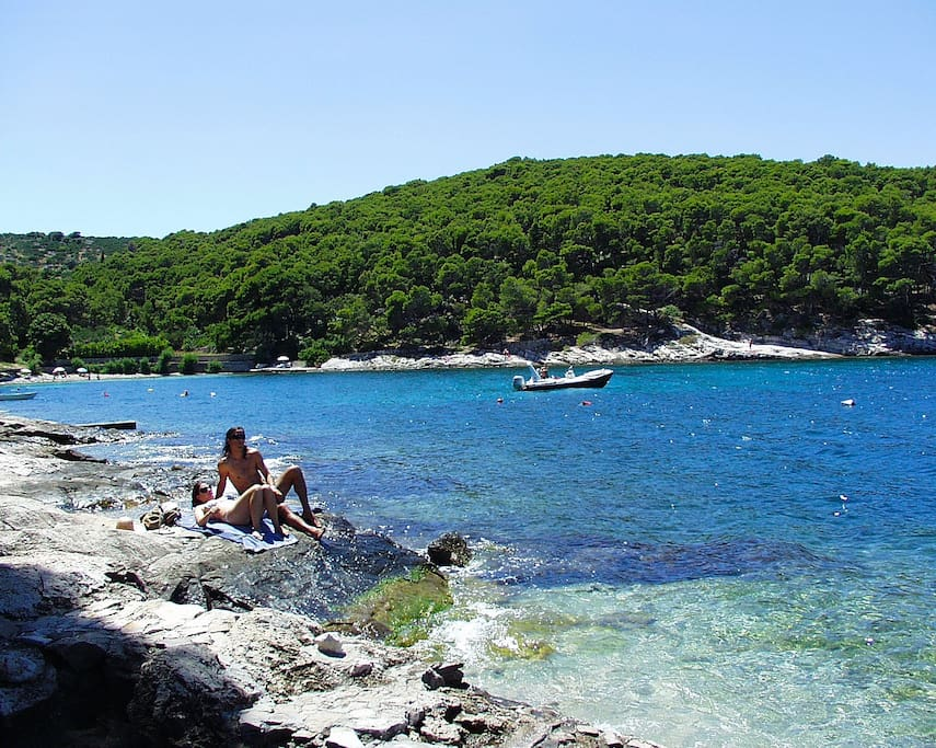 This is the bay where you can enjoy beautiful sea and sun. There is always enough shade. It is located  around 80m from the apartment.
