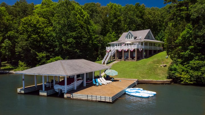 Large Hyco Home W/ Incredible Views & Boat Options