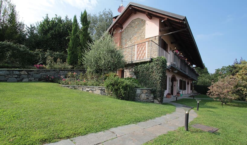Villa & swimming pool nearby Arona - Montrigiasco - Vila