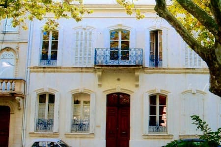 Stunning house with courtyard pool - Arles - Bed & Breakfast