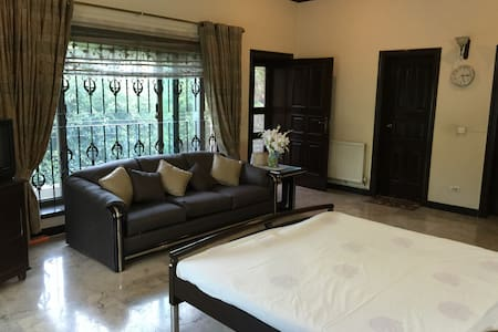 Private room in F 6 w Terrace - Islamabad - House