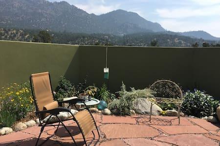 Mountain views and quiet courtyard - Buena Vista