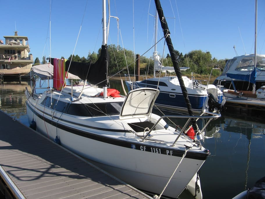 Lake tahoe experience boats for rent in south lake tahoe for Houseboats for rent in california