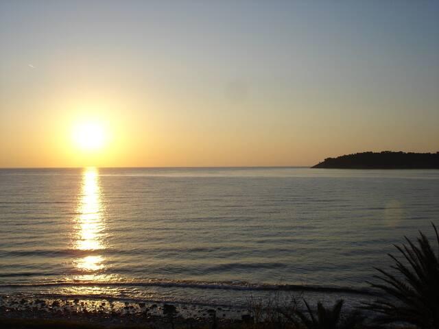 οur eastern exposure gives you a wonderful dawn!