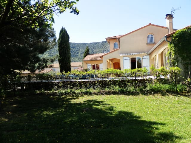 Maison spacieuse,agréable + jardin - Guilherand-Granges - Bed & Breakfast