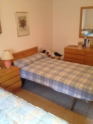 Alquilo habitación en El Prat - El Prat de Llobregat - House
