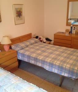 Alquilo habitación en El Prat - El Prat de Llobregat - Casa