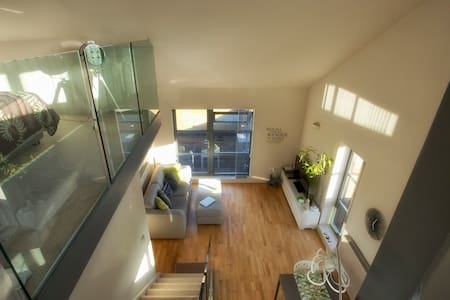 **January special!** Stunning loft + own deck - London