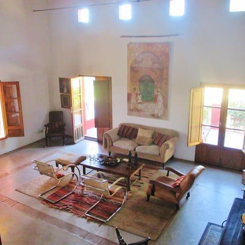 Stunning farmhouse retreat & pool - Montánchez - Casa