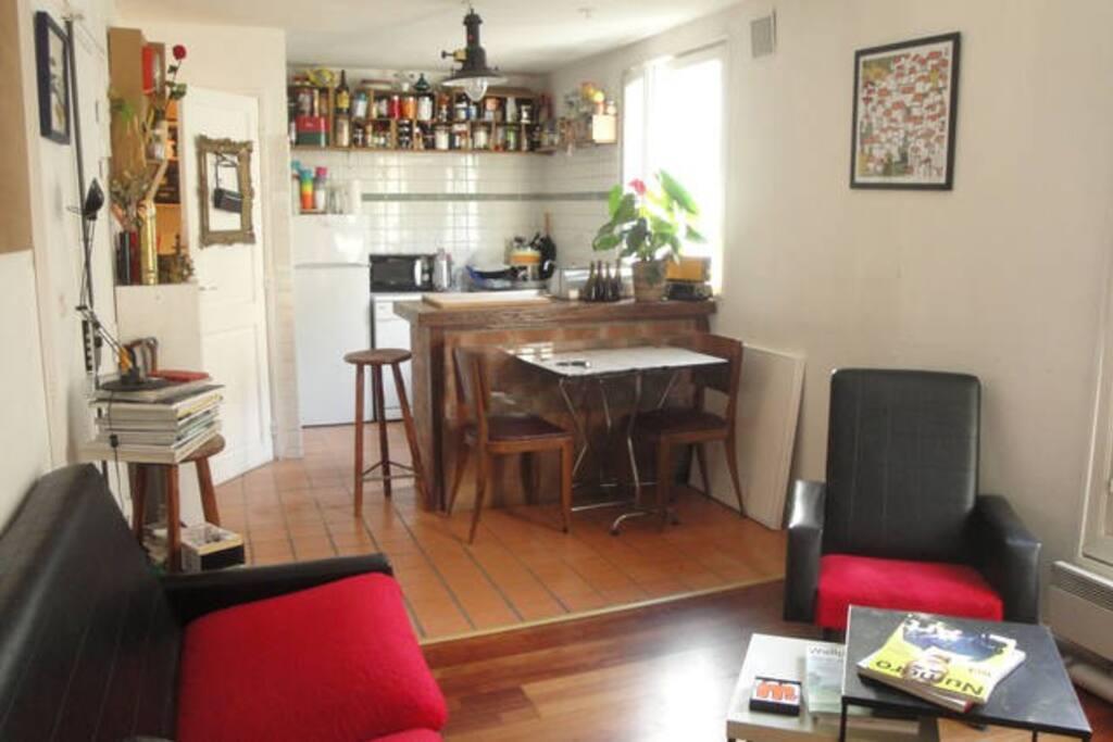 Shared Livingroom & open-kitchen