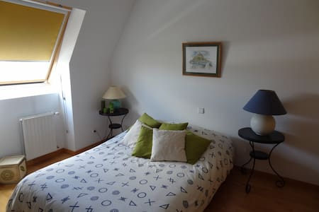 Dormitorio con cama de matrimonio - Bed & Breakfast
