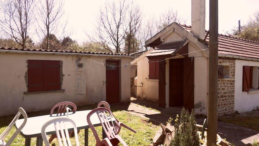 Gîte agréable 2/4 personnes - Moulins-le-Carbonnel - House