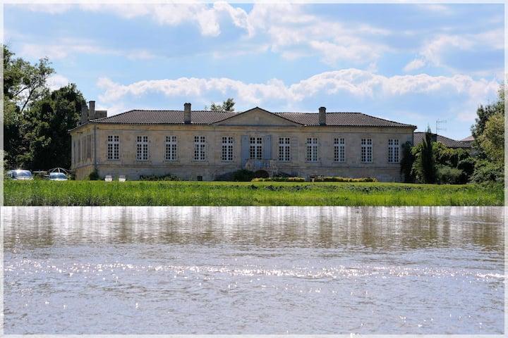 Château de Montigny-Rabey 2P +