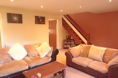 3 Bed house near station, parking - House