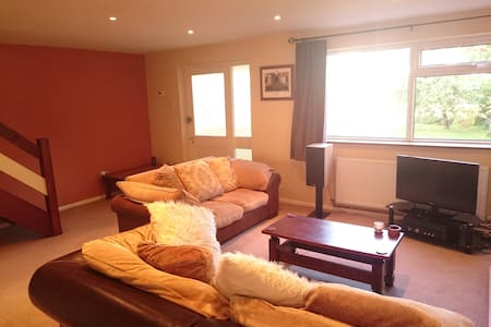 3 Bed house near station, parking - Casa